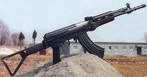 ▼銃口にライフル・グレネードを装着した81-I式ライフル ▼フォア・グ...  日本周辺国の軍事